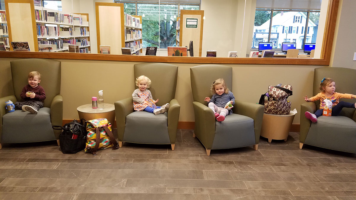 little kids snacking at shrewsbury public library
